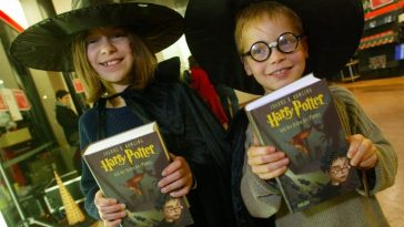 Two new Harry Potter books are getting published by Bloomsbury this year - image harry-poter-and-the-order-of-the-phoenix-german-edition-released-2708761-596db1349289e-364x205 on https://potterhood.com